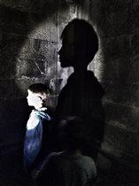 в одной черной черной комнате......