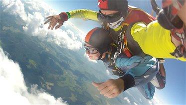 Прыжок с парашютом и минута свободного падения!