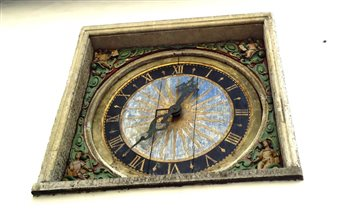 Старинные часы в Риге