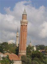 Анталья, Старый город, падающая башня