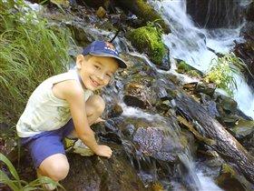 Кирилл у горного ручья