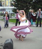 Уличная танцовщица
