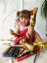 Наша Соня любит рисовать!!!