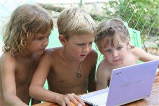 Современные дети на каникулах))