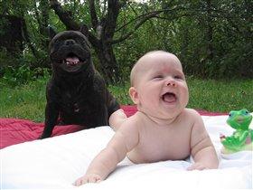 ну и кто улыбается шире?!