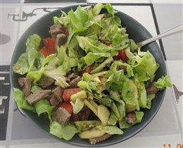 салат с овощами и говядиной - ужин