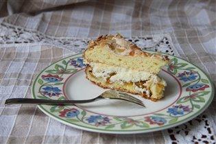 Торт со сливами и безе
