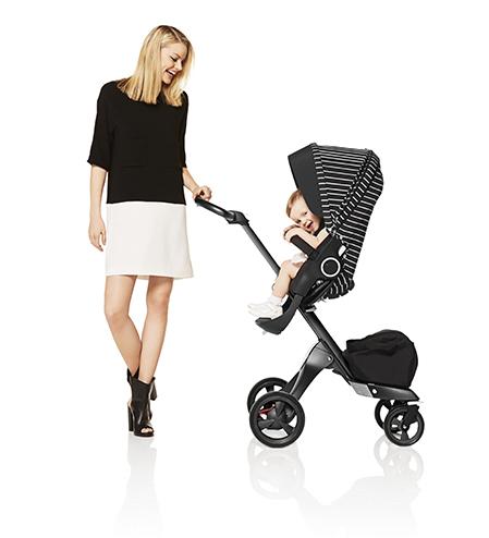 Stokke® Xplory® True Black с полосатым комплектом для коляски White Stripe Style Kit