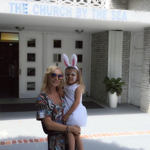 Кристина Орбакайте с дочкой поздравили с Пасхой