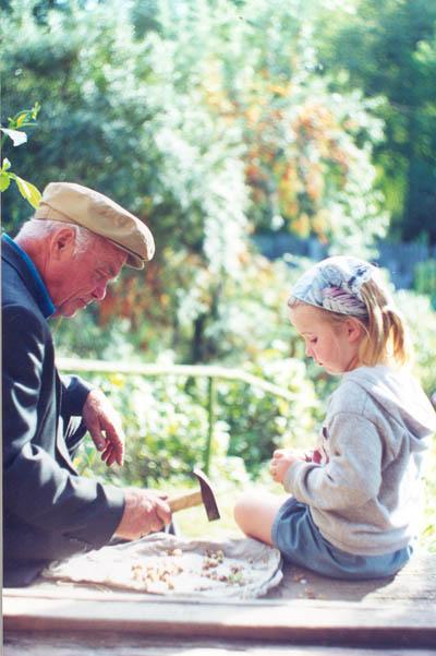 Дедушка, поколи орешки.. Дачники и дачницы