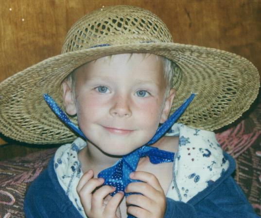 Живая шляпа. Юная фотомодель