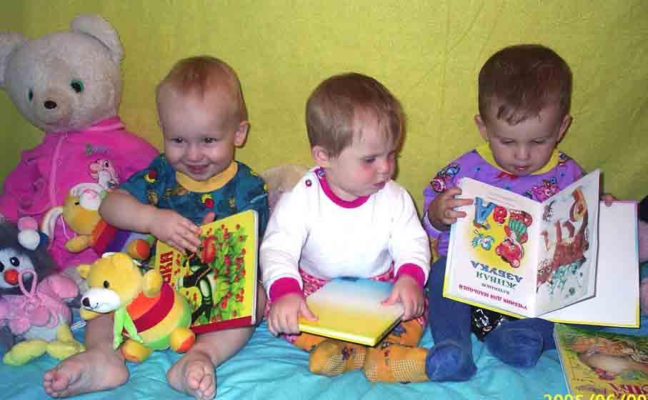 Маленькие читатели. Как хорошо уметь читать!..