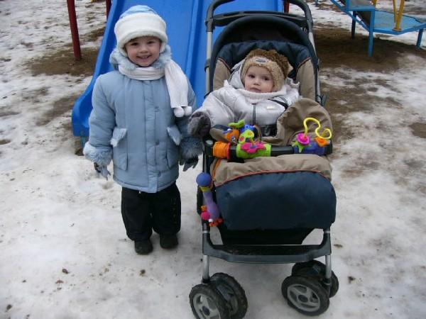 На прогулке во дворе.... Не боимся мы мороза!
