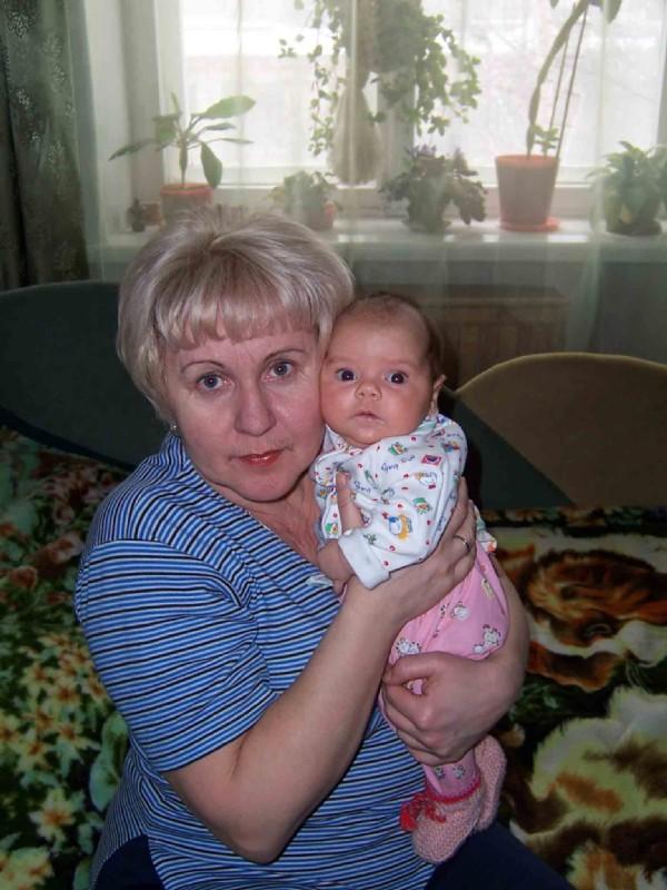 Манечка с бабушкой. Внучата