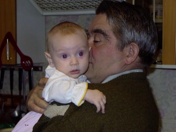 Дедушка Женя и Дашенька. Внучата