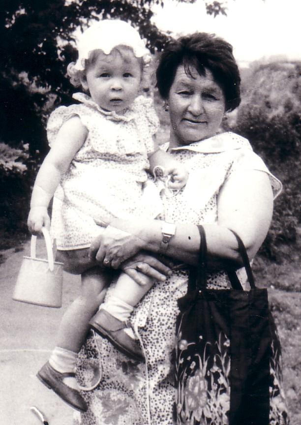 Любимая бабуля. Внучата