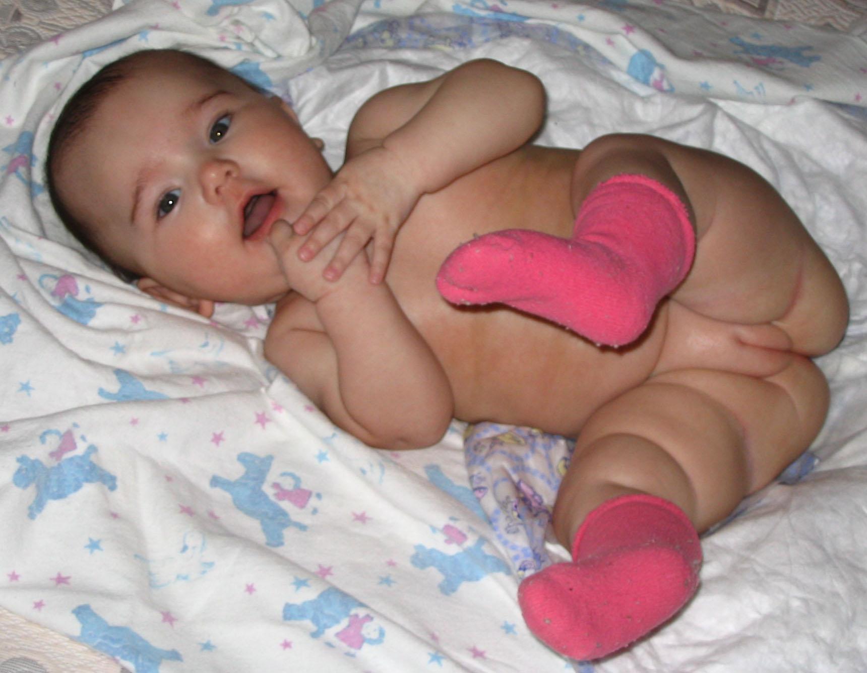 Фото маленька девочка и ее пися, Девочка созрела? Самые скандальные фотосессии юных 24 фотография