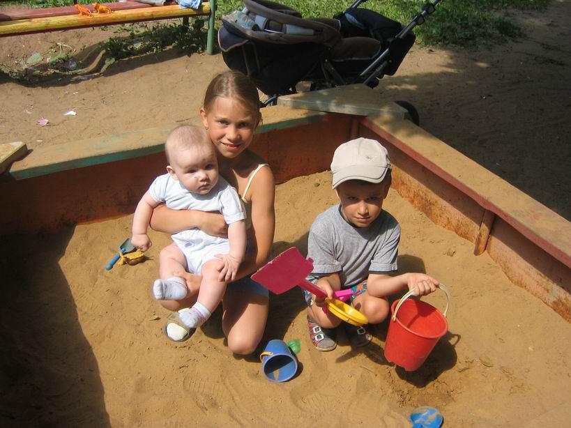 А мы сейчас всей семьёй такое построим!. Я построил на песке...