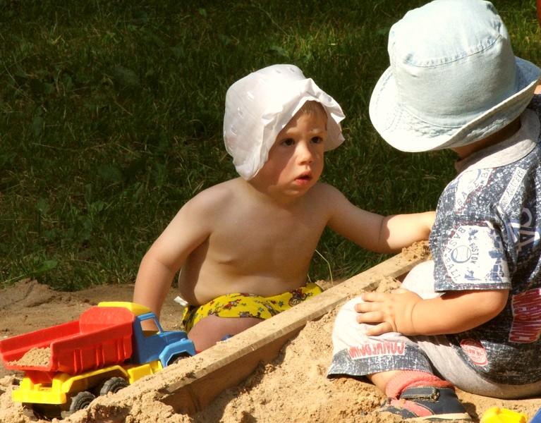 И сколько, ты говоришь, он за права отдал?. Я построил на песке...