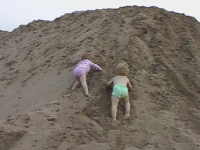 Песочные альпинисты. Я построил на песке...