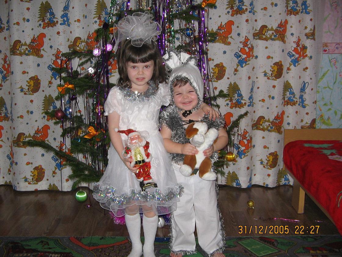 Зайчик Матвейка и Снежинка-Кристинка. В лесу родилась елочка