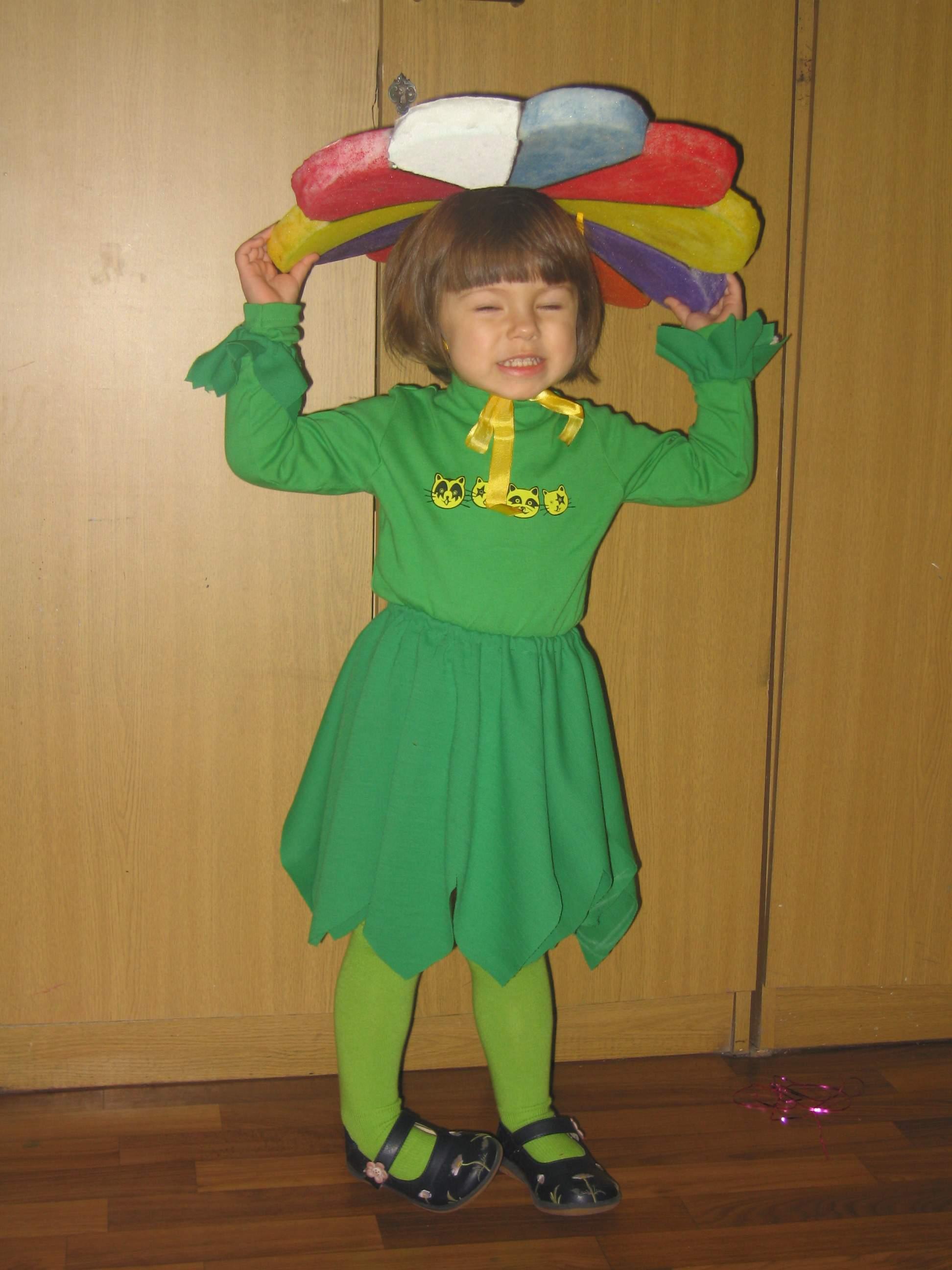 Девочка-цветочек. На елке в кружке, 28.12.05. Ах, карнавал!