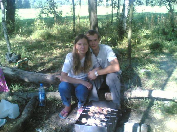 я, муж и наш малыш (7-й месяц) на природе. Счастлива, потому что беременна
