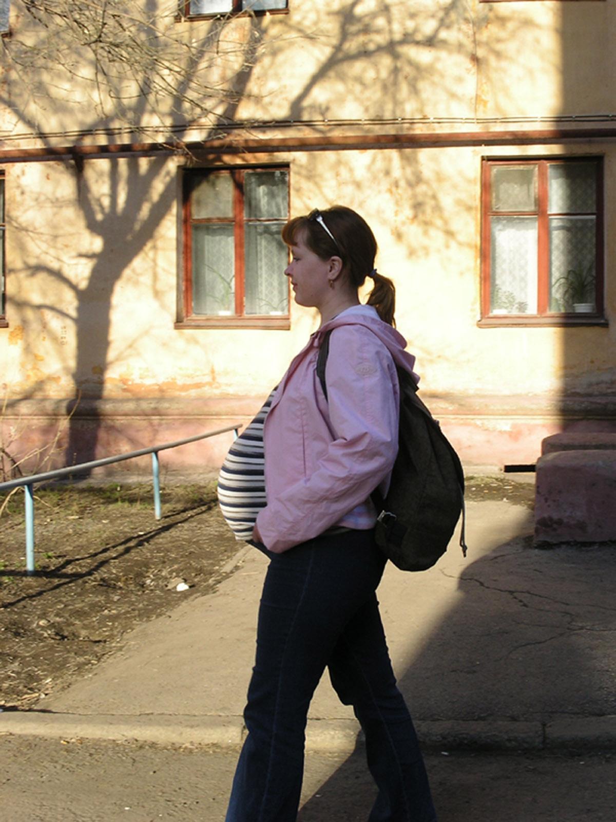 Два рюкзачка, спереди и сзади!. Счастлива, потому что беременна