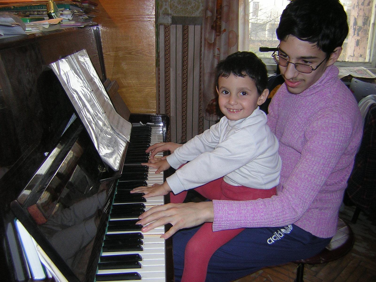 Игра в четыре руки. Дети и музыка