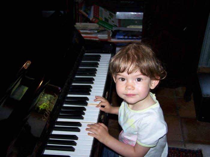 Первое знакомство с фортепиано. Дети и музыка