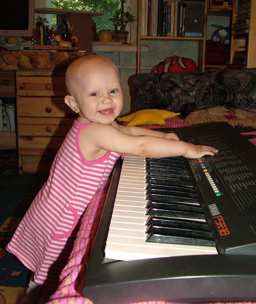 Будущая пианистка. Дети и музыка