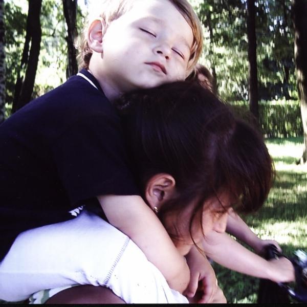 Мамочка я здесь посплю,а то в коляске холодно?. Слова - не единственный способ общения
