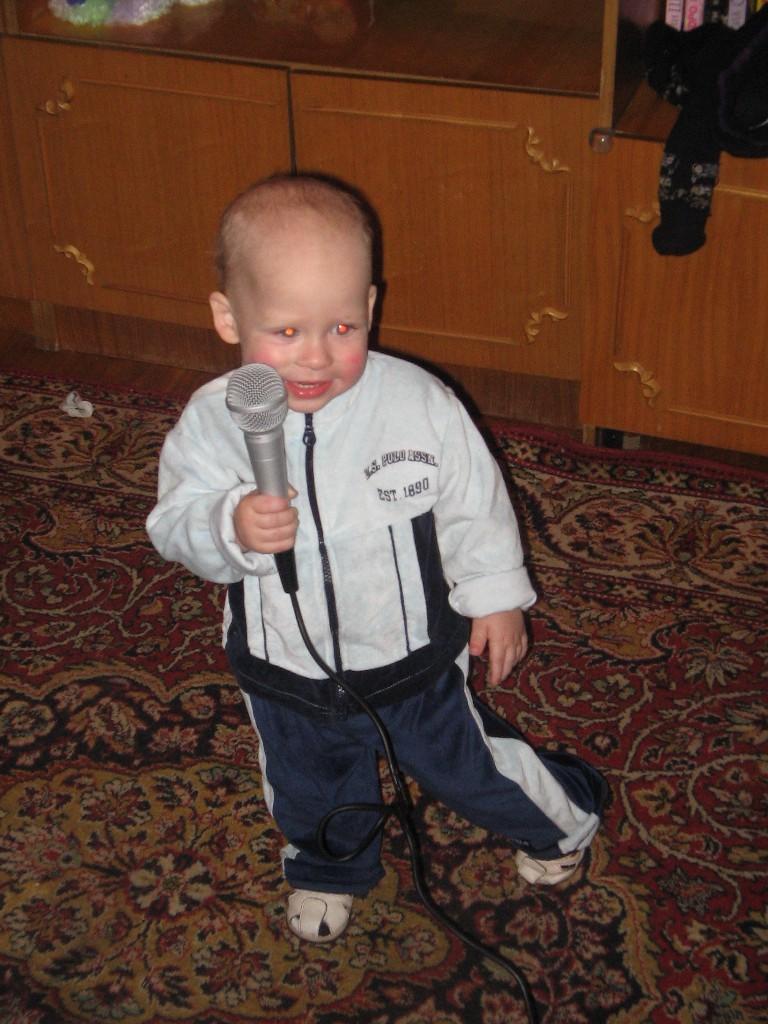 Алешка научился петь!!!!!!. Дети и музыка