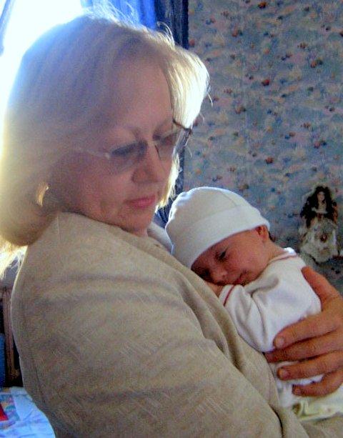С бабулей.... Слова - не единственный способ общения