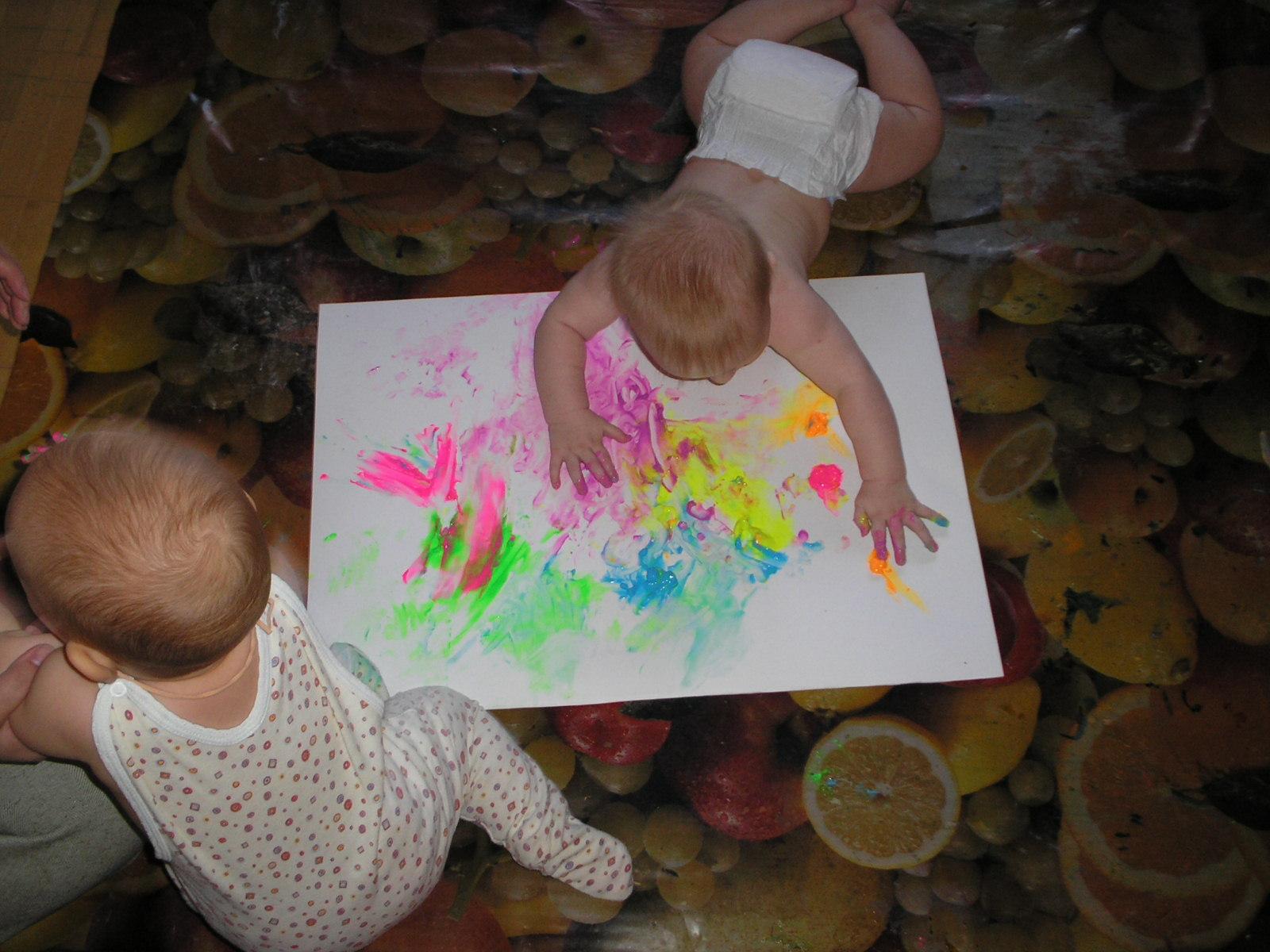 Малыш-художнник. Живописцы, окуните ваши кисти!