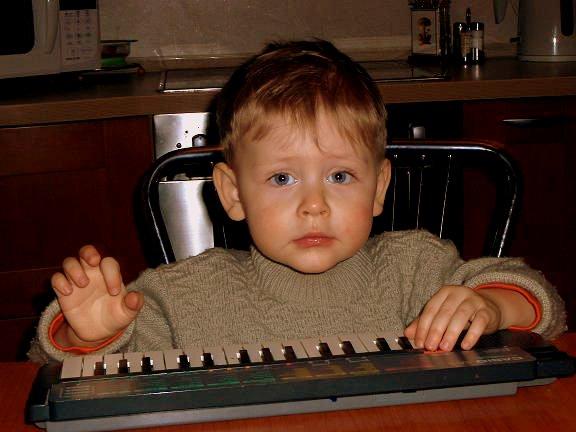 Андрюше 2г.4м.. Дети и музыка