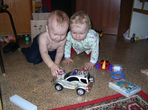 А теперь машина поедет в гараж.... Что наша жизнь? Игра!