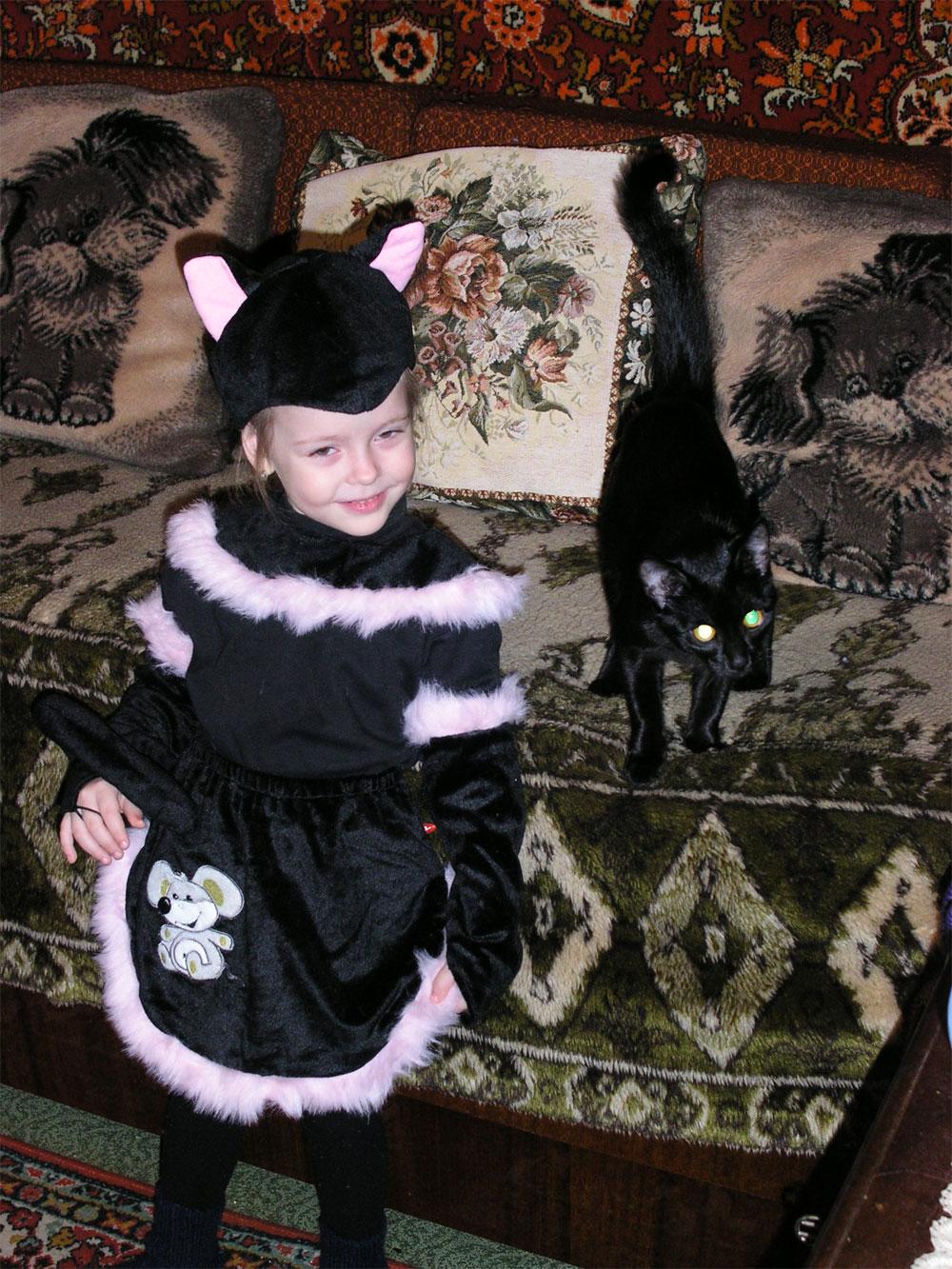Признавайтесь,,вы узнали,где мама-кошка,а где котёнок-дочка?. Ребята и котята