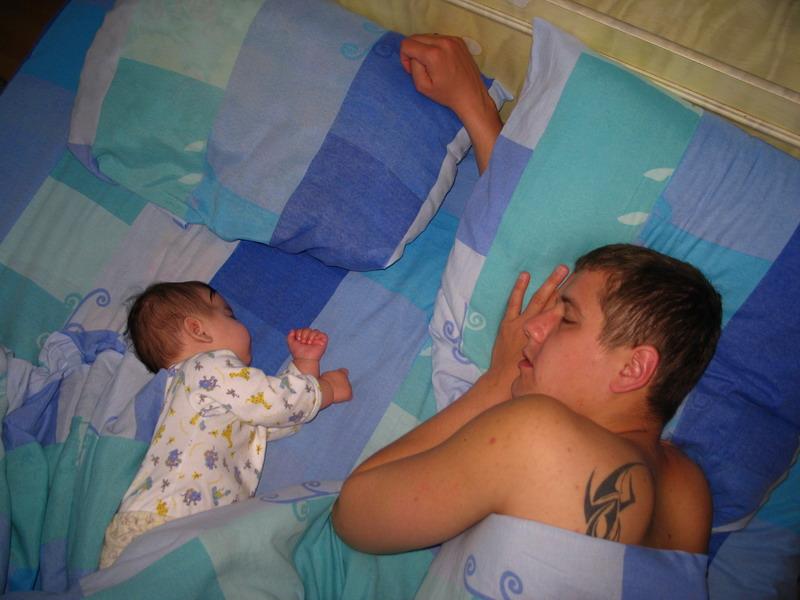 вот так мы с папой спим. Слова - не единственный способ общения