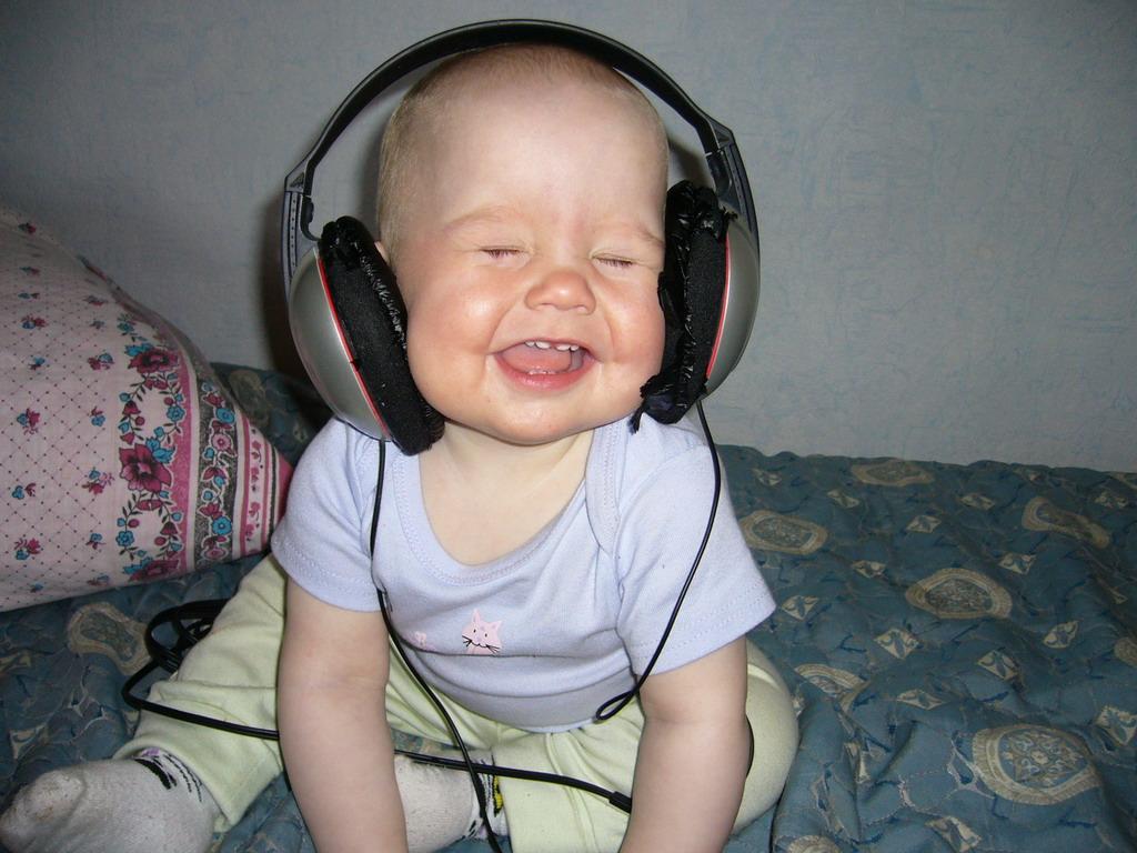 Вот такие мы меломаны малолетние))). Дети и музыка