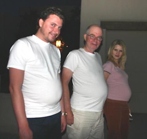 три пуза. Счастлива, потому что беременна
