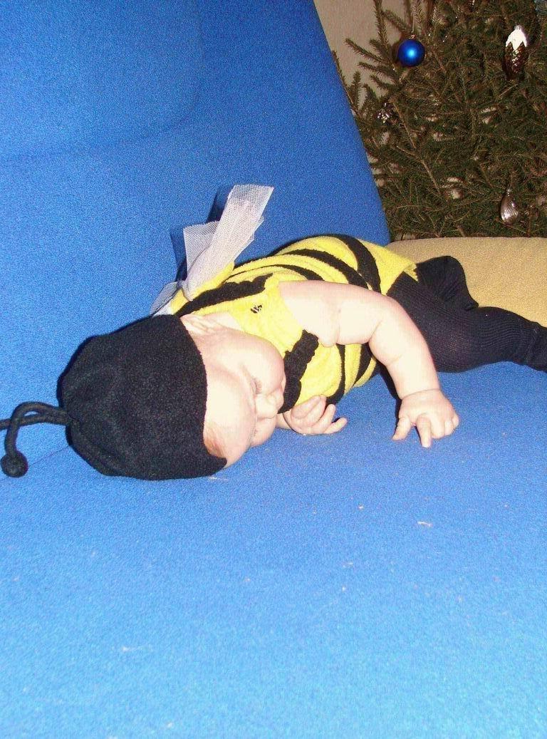 Пчелка устала.... Мой малыш перед сном