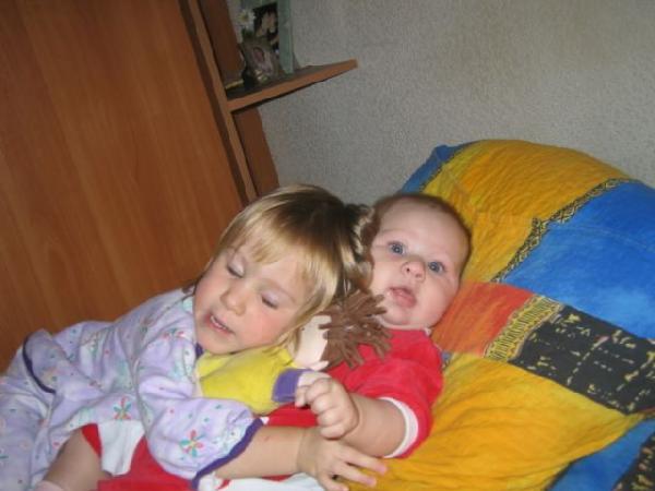две сестры. Мой малыш перед сном