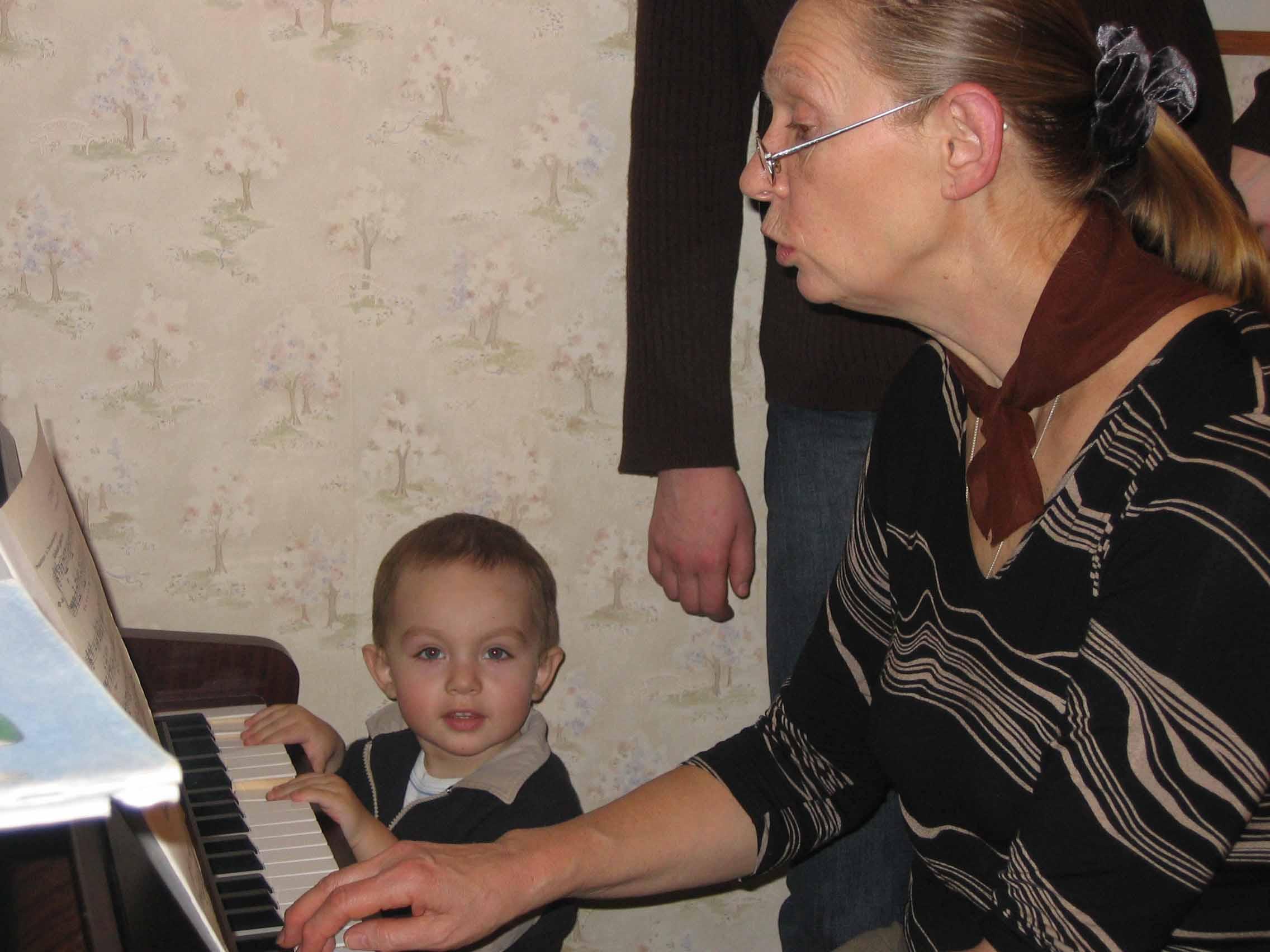 буду музицировать, как бабушка Алла. Что наша жизнь? Игра!