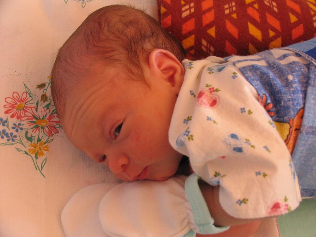 А я то еще не сплю!!!. Мой малыш перед сном