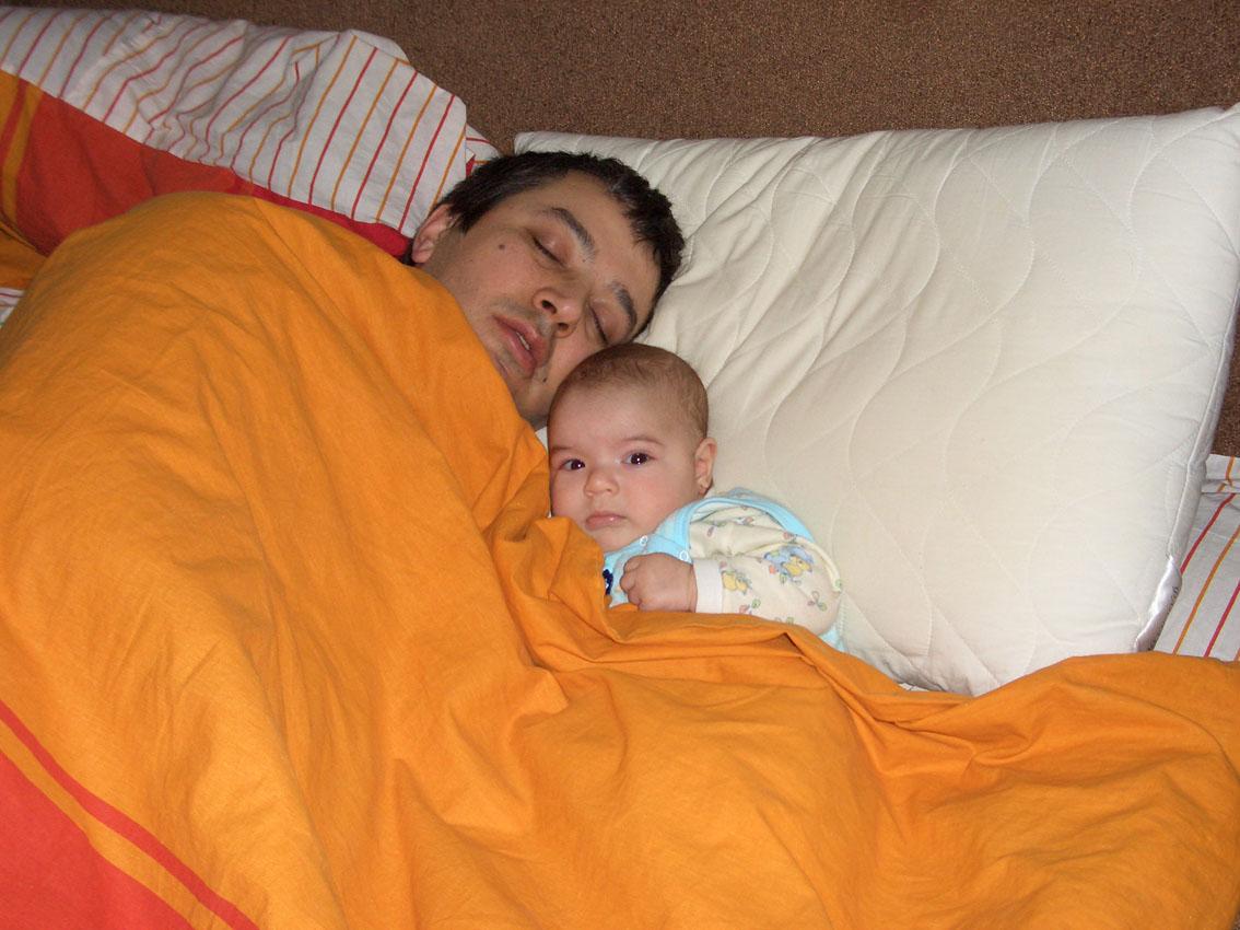 Я убаюкал папу. Мой малыш перед сном