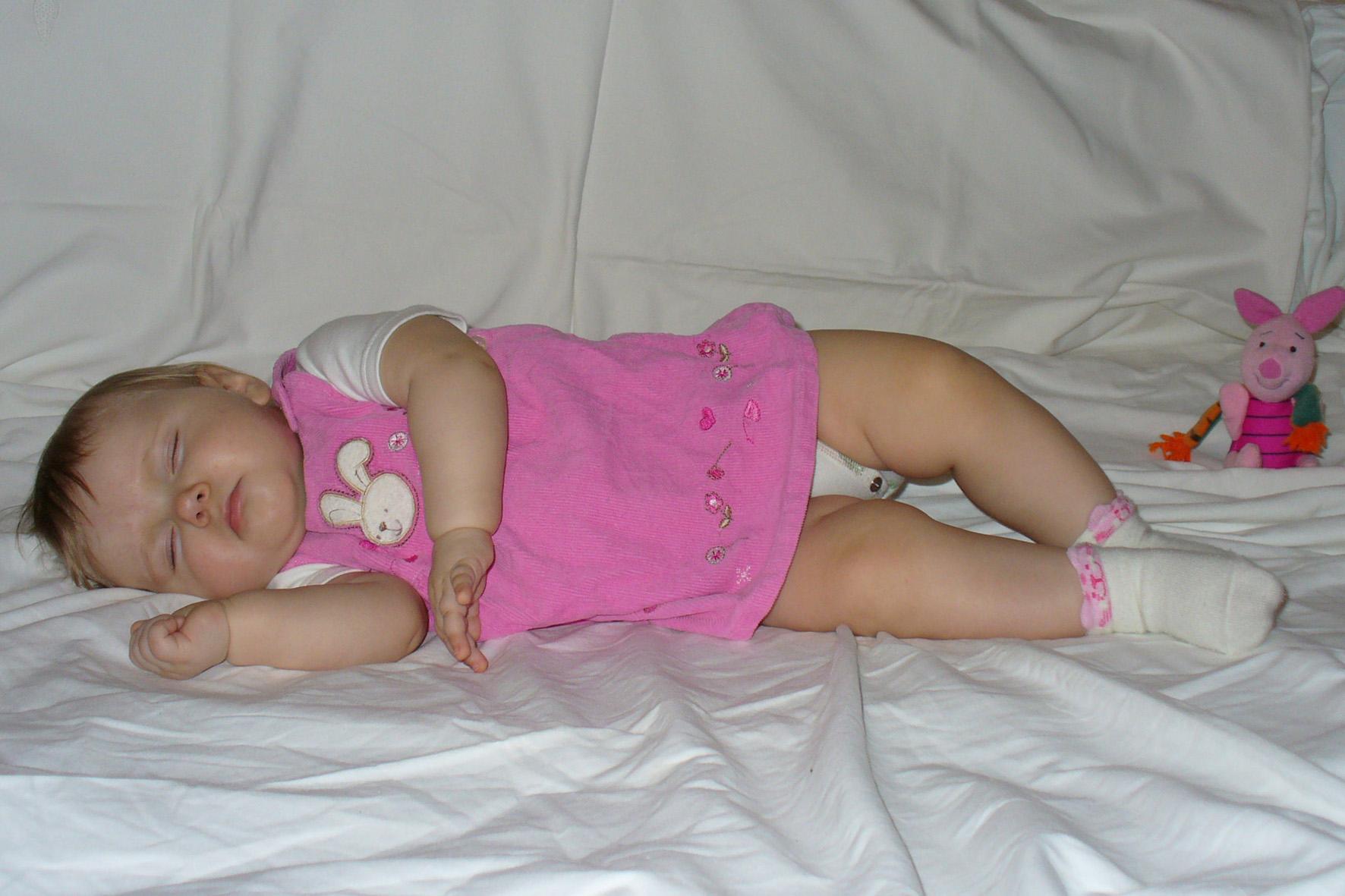 Спи, мой носик маленький, Спи, цветочек аленький, Ясны глазки закрывай, Спи, дочурка, баю-бай. . Мой малыш перед сном