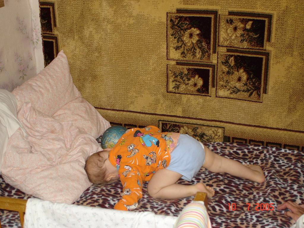 Ща, только последний раз перекувыркнусь, и сразу - спать!. Мой малыш перед сном