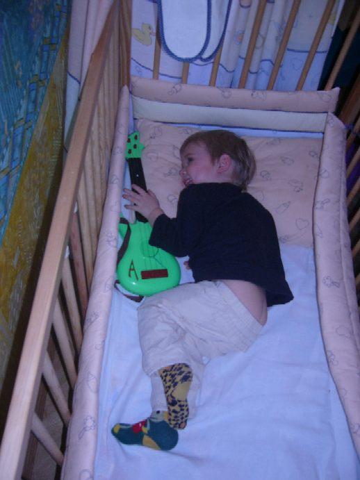 Гитару не отдам!!!. Мой малыш перед сном
