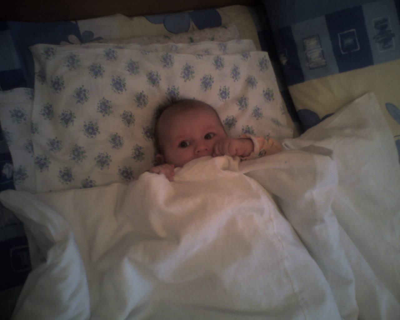 Осталось только...закрыть глазки. Мой малыш перед сном